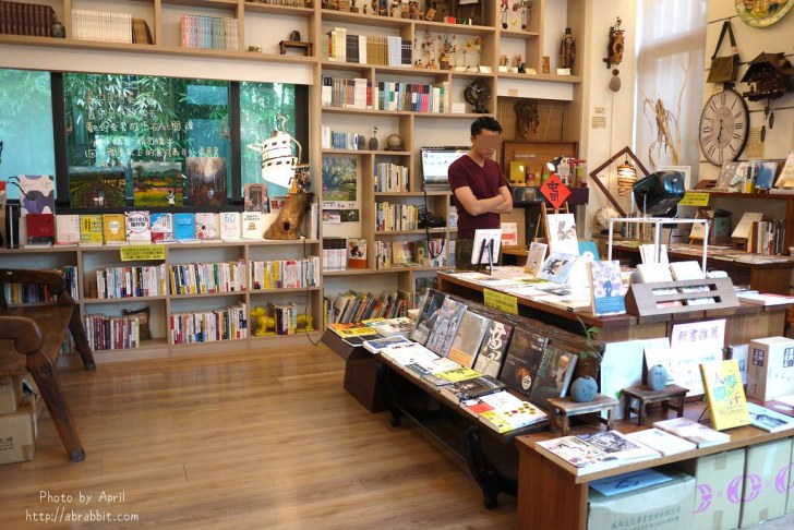 42874601772 57605bf96c b - 台中獨立書房│羅布森書蟲房-號稱台中最美的森林系書店