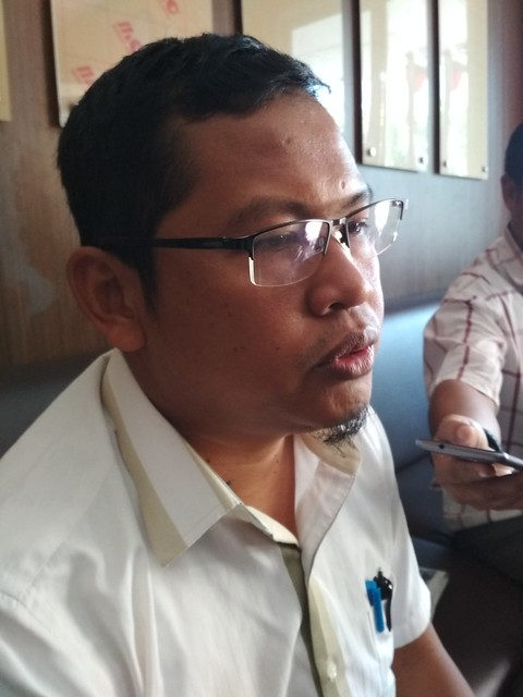 Ketua KPU Tulungagung Suprihno saat menyampaikan informasi hasil laporan masyarakat terkait pengaduan DCS di Kantor KPU Tulungagung (14/8)