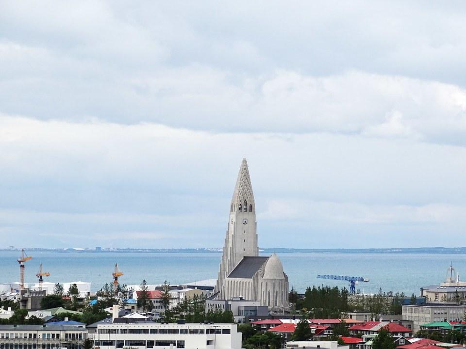 vista exterior Catedral de Reikiavik luterana Islandia 02