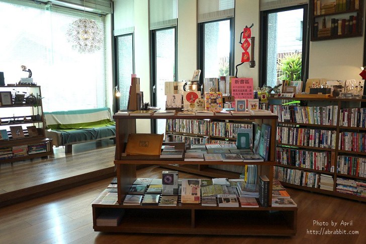 42874601352 b17b0b92fc b - 台中獨立書房│羅布森書蟲房-號稱台中最美的森林系書店