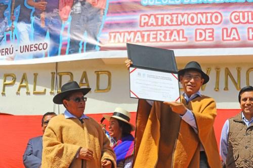 Jefe de Estado entrega diploma que reconoce al Sistema Tradicional de los Jueces del Agua de Corongo (Áncash), como patrimonio cultural inmaterial de la humanidad por la Unesco.