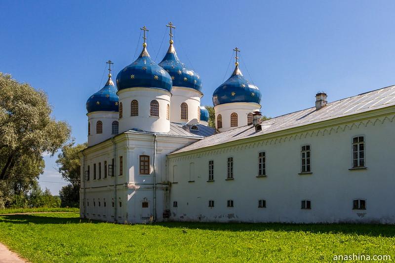 Крестовоздвиженский собор и Келейный корпус, Юрьев монастырь, Великий Новгород