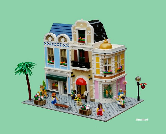 LEGO Modular Sun 'n' Surf