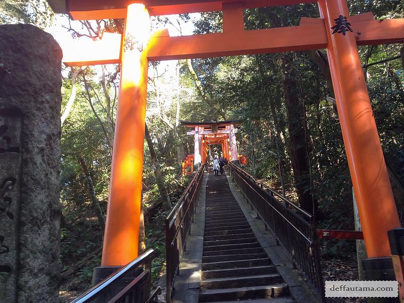 9 Hari Babymoon ke Jepang - Inari Stairs