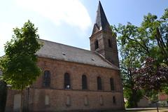 Die Dorfkirche Prieros ist ein neuromanischer Backsteinbau (1875) mit einer barocker Ausstattung.