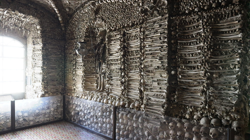 Capillas de los Huesos en el Alentejo Portugués: Évora y Campo Maior.