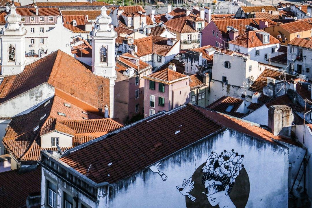 Street art Alfama, Lisbona