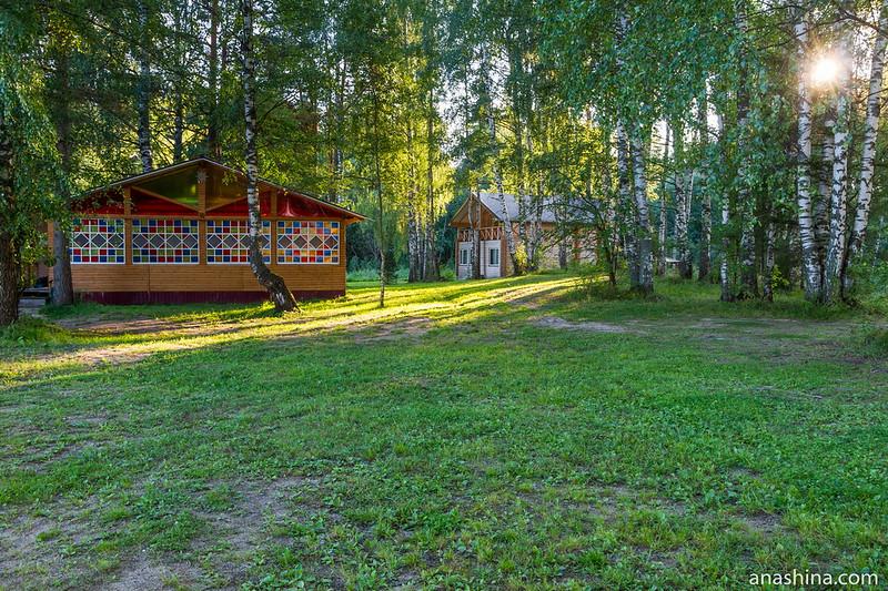 Корпуса отеля Экопарк, Тверская область, озеро Мстино