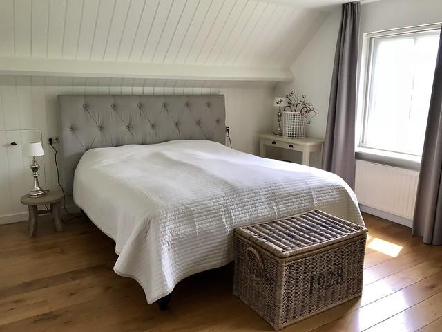 Lichte slaapkamer landelijke stijl