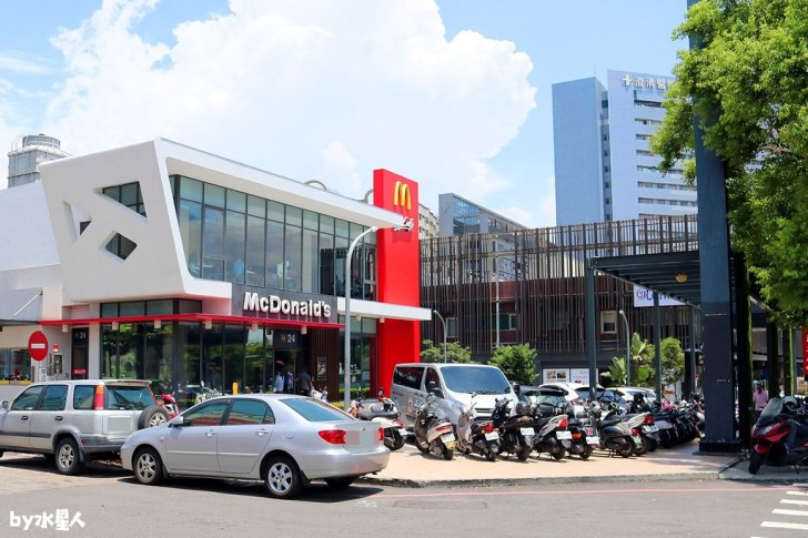 43323115494 5829ab517c b - 台中第一家麥當勞自助點餐機,搭配送餐到桌服務,不用在櫃檯排隊點餐啦!