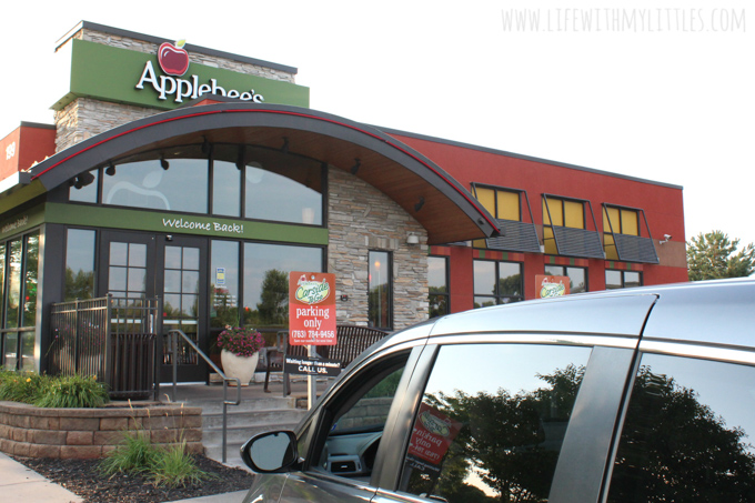 Need a quick and easy dinner idea last-minute? Check out Applebee's To-Go to help you conquer midweek meals during the busy back-to-school season!