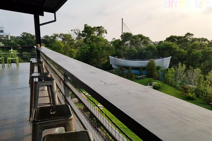 44201367622 6c16caa919 c - 三森咖啡│大肚區半山腰上的景觀餐廳,欣賞夜景同時還有藍色公路燈光相伴!(已歇業)