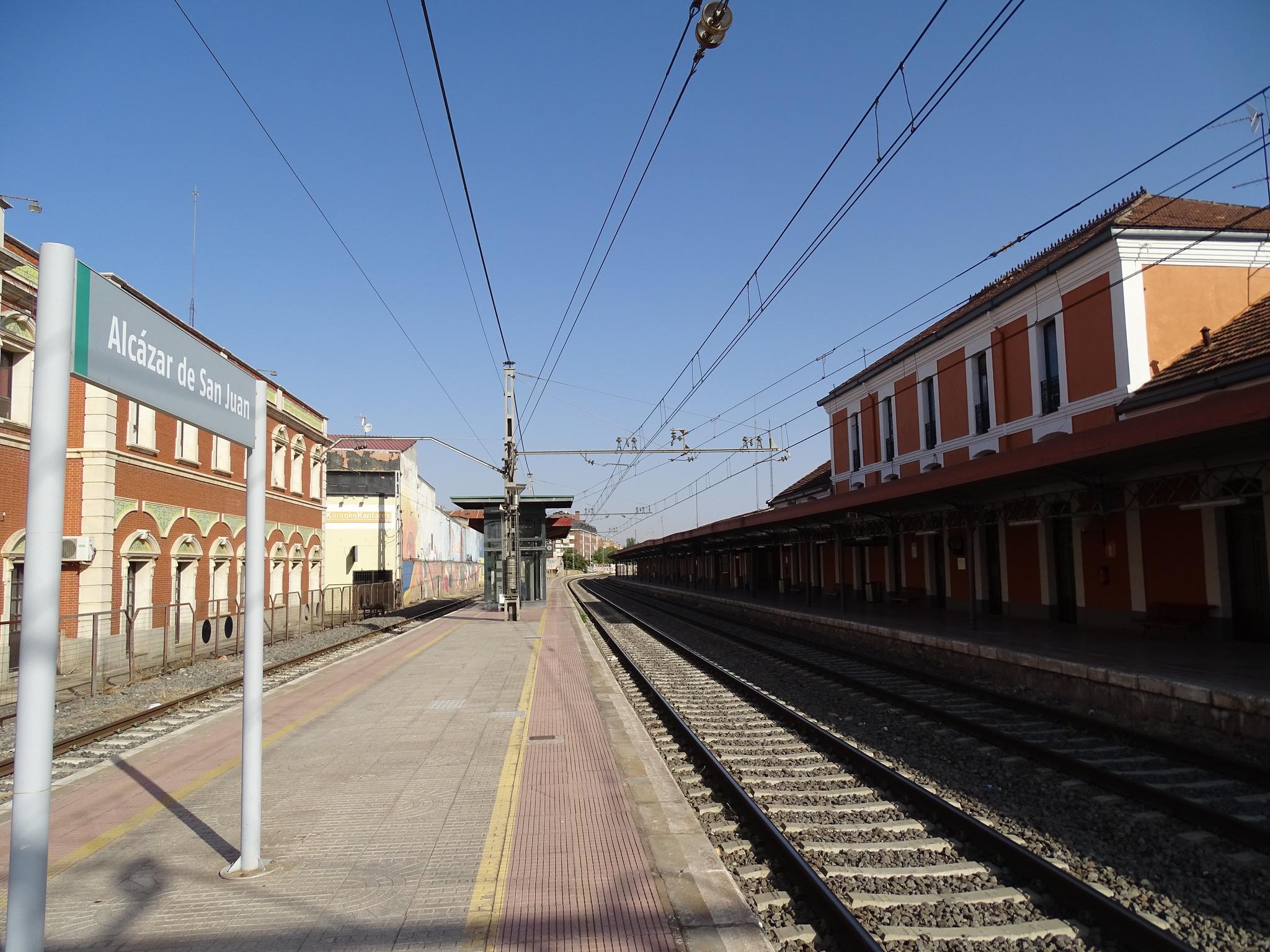 andenes interior Estacion de Ferrocarril Alcazar de San Juan Ciudad Real 01