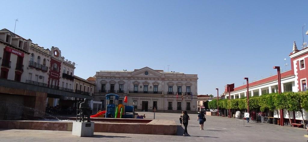 Ayuntamiento y antiguo Casino Plaza de España Alcazar de San Juan Ciudad Real 01