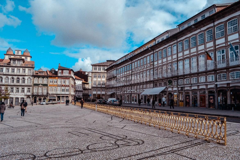 · Qué ver en Guimarães en un día · Plaza Largo do Toural