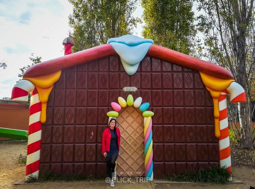 · Parque esculturas gigantes · Casa de chocolate, Parque Francesc Macià ·