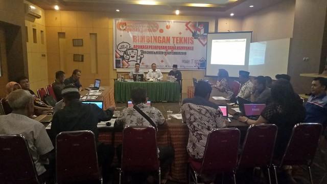 Suasana bimbingan teknis aplikasi dana kampanye di gedung Media Center KPU Tulungagung (18/9)