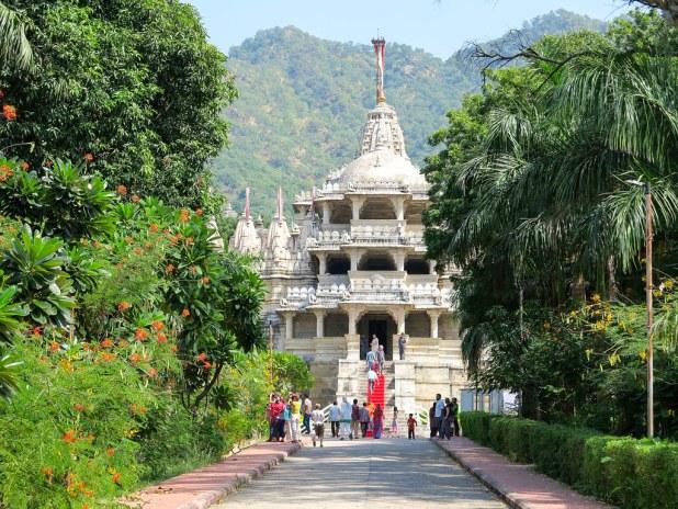 Acceso al templo de Ranakpur