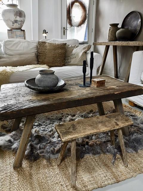 Salontafel kandelaars kruikje houten schaal