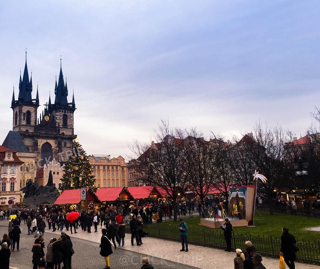 Mercadillos de Navidad a los pies de la Iglesia de Nuestra señora de Týn