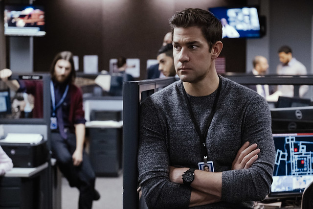 H71626735 Khaki Field Auto Chrono in Jack Ryan 2