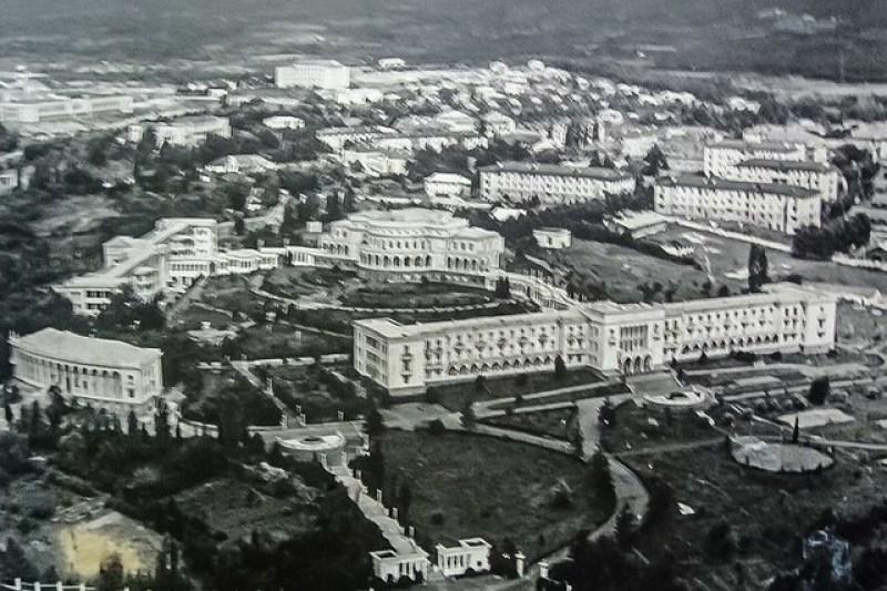 Archive-photo-of-Tskaltubo-Zqaltubo-in-the-1950s-Hotel-Shaxtiori-Tskaltubo-Georgia-Abandoned-Soviet-Spas