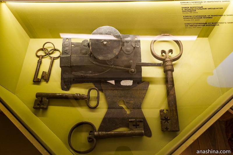 Старинные воротные ключи и замок, крепость Корела, Приозерск