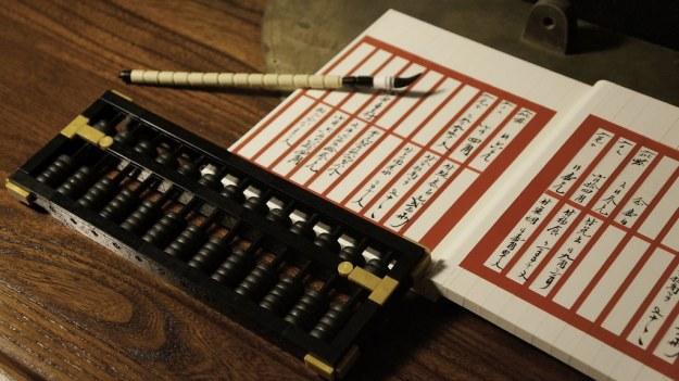 中国传统分类帐和算盘