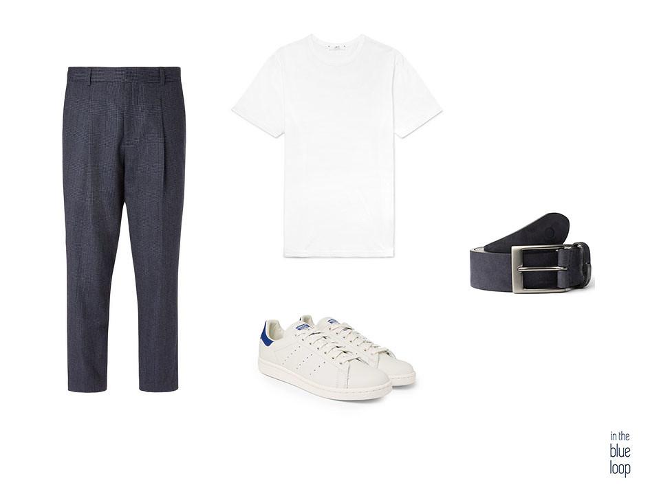 Look smart-casual con sneakers blancas, pantalón de vestir, camiseta blanca y cinturón Igara de blue hole.