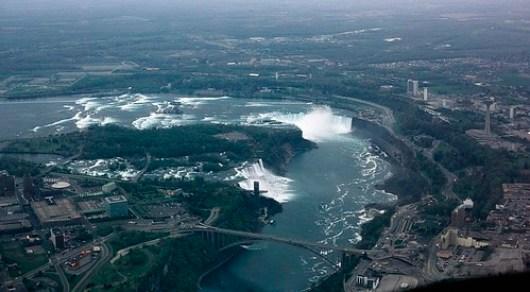 1024px-Niagara_Falls_aerial_view