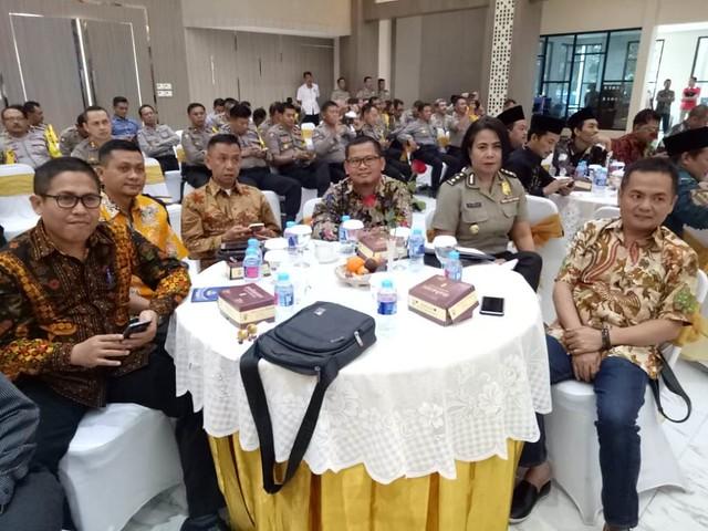 Suprihno (tengah) saat hadir dalam acara Deklarasi Kampanye Damai di Mapolda Jatim, Kamis (27/9)