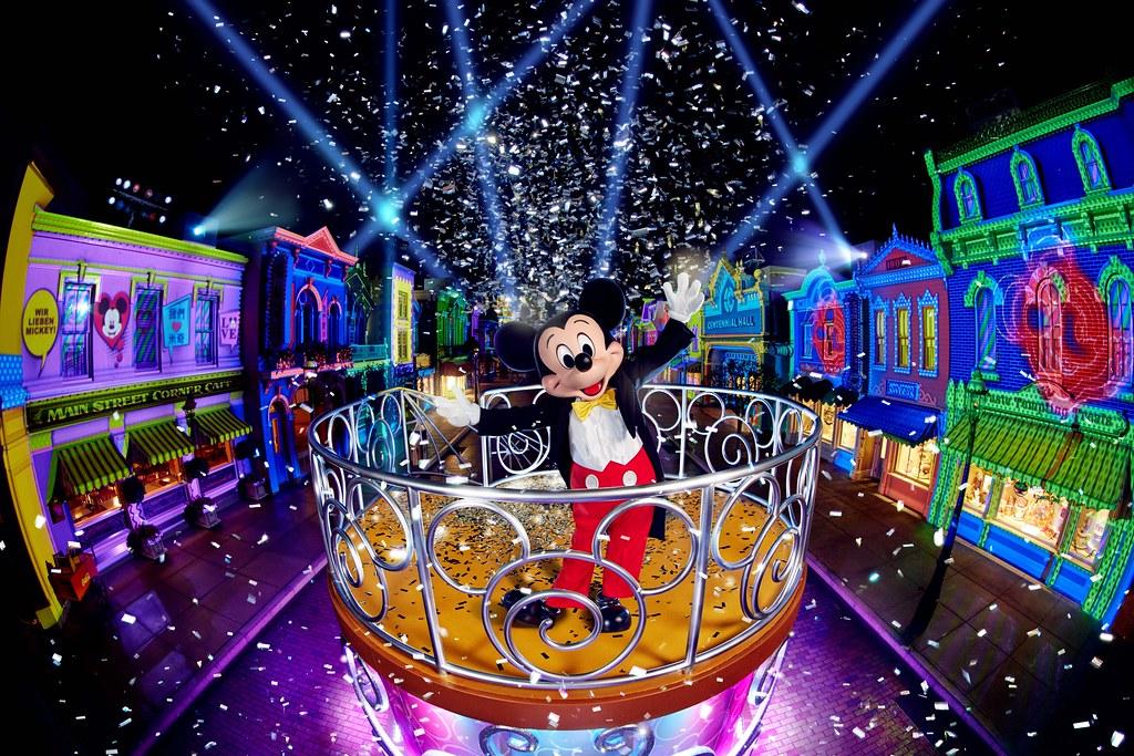 6. A Disney Christmas_We Love Mickey