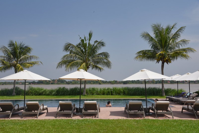 swimming pool of the bale phnom penh
