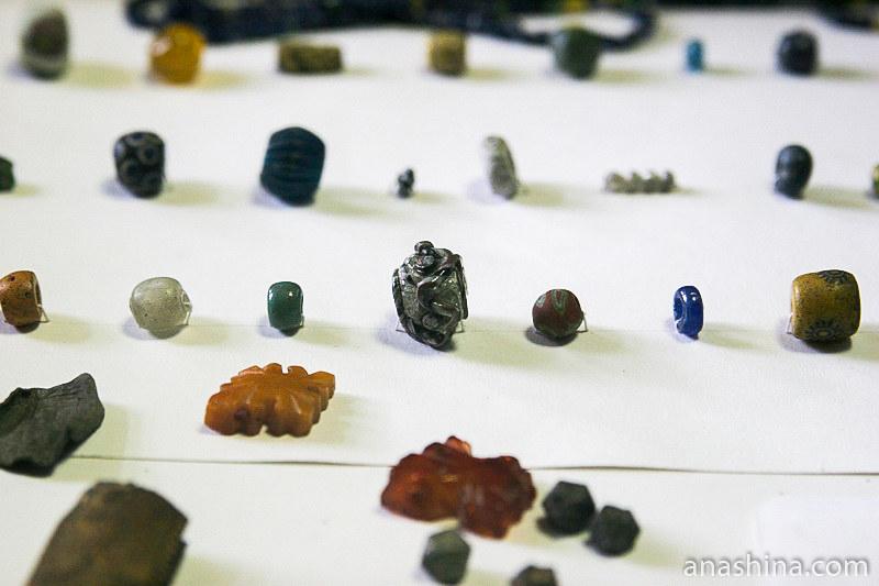 Древние бусы, находки Староладожской археологической экспедиции