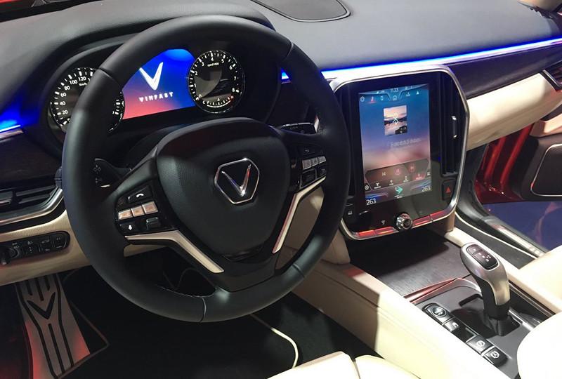 5d757cc7-vinfast-suv-sedan-paris-debut-3