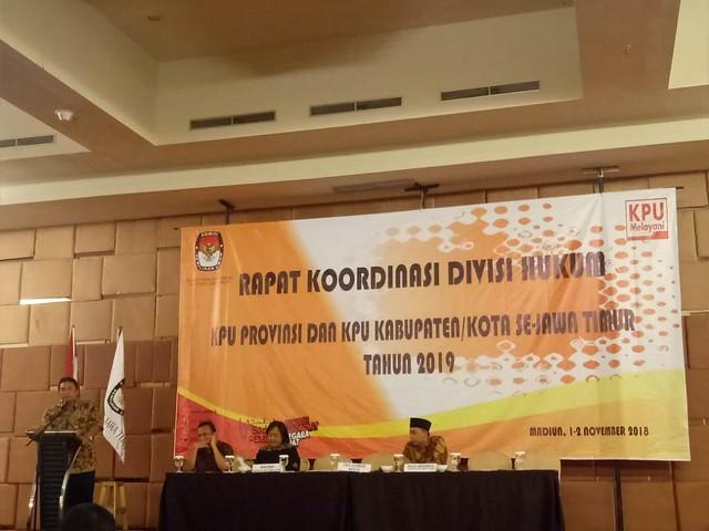 Eko Sasmito saat menyampaikan sambutan di Rakor Divisi Hukum di Madiun, Kamis (1/11)