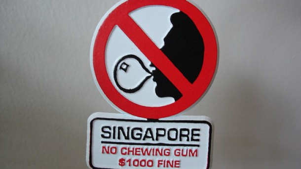 Kuva: https://singapore.theexpat.com/blog/8-weird-laws-in-singapore-that-may-surprise-you/