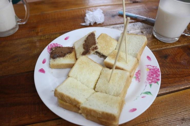 ขนมปังปิ้งโอวัลติน - ร้านป้าแอ๊ะนมสด