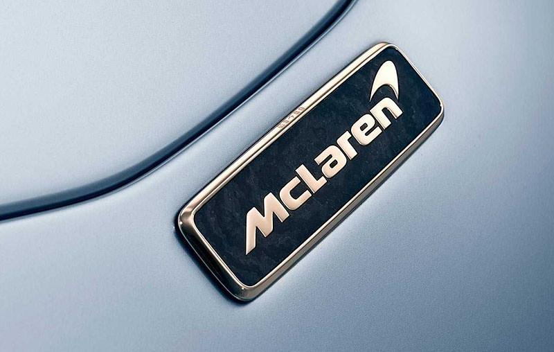 mclaren-speedtail-gold-badge (2)