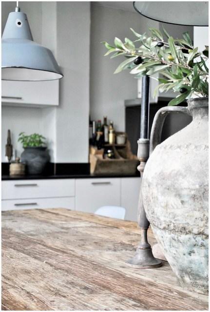 Landelijke keuken grijze hanglamp kruik kandelaar
