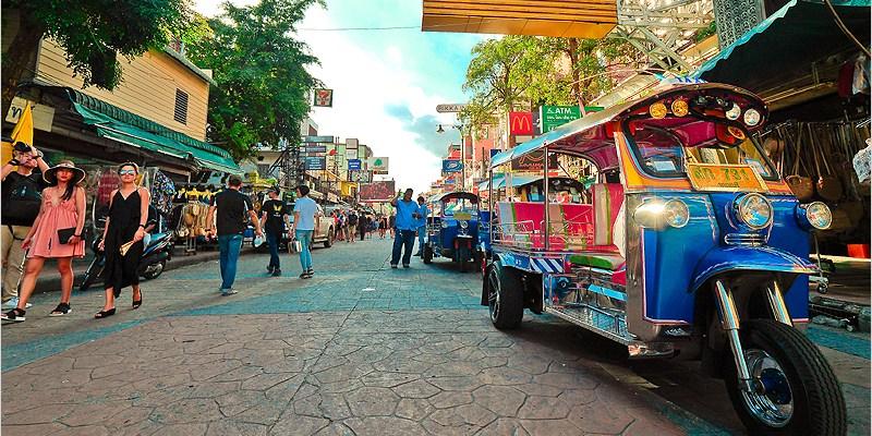 泰國曼谷夜市   考山路 Khao San Road-酒吧夜市美食一條街,整頓後依舊越晚才會越好逛的夜市。