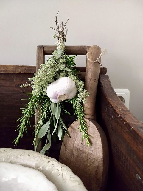 Knoflookbol houten accessoire groen toefje