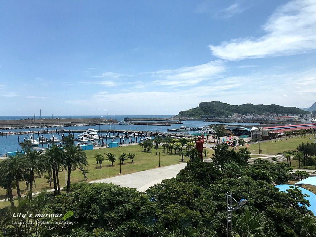 右邊就是碧砂漁港的商店街。