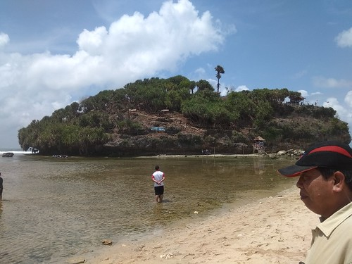 pulau drini dari bibir pantai