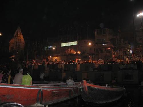 Vanarasi de nit, davant del ghat