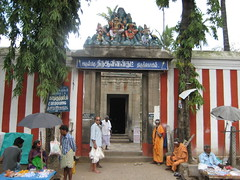 Entrance to the Thiruaavinankudi temple