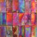 Detalle en la pared de un balcón con losetas de ceramica vidriada.