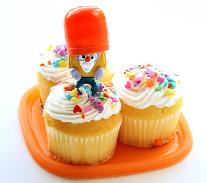captain foushad protecting cupcakes-10