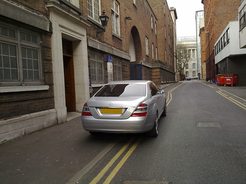 Do double yellow lines mean anything?