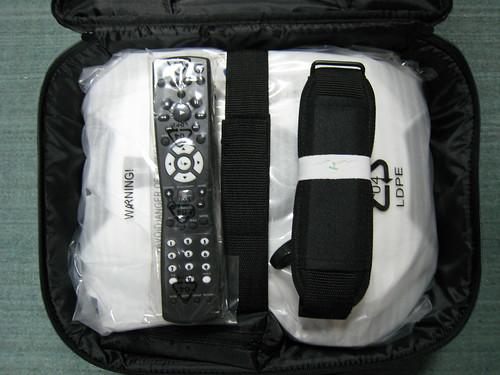 投影機、遙控器、背帶